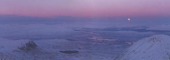 Фотографии Колина Прайора. Восход луны над Раннохскими болотами. Аргайл, Шотландия