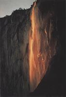 Фотографии Галена Роуэлла. Последние лучи света над водопадом Конский Хвост. Иосемитский национальный парк, Калифорния, США