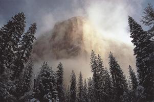 Фотографии Галена Роуэлла. Утихающая буря над скалой Капитан. Йосемитский национальный парк, Калифорния, США