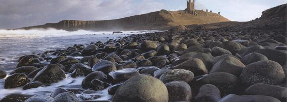 Фотографии Джо Корниша. Кеннонболлский берег, Эмблтон, Данстанбургский замок, Нортумберленд, Англия
