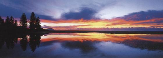 Фотографии Джона Шепарда. Отражение рассвета. Терригал, Новый Южный Уэльс, Австралия