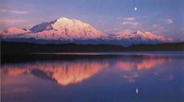 Фотографии Кеннана Уорда. Восход луны. Национальный парк Денали