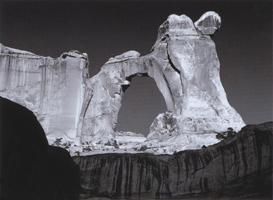 Фотографии Линна Радека. Восход солнца. Ангельская арка, Национальный парк «Страна каньонов», Юта, США. 1985