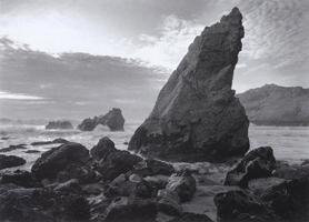 Фотографии Марти Кнаппа. Скала-монолит. Берег Пойнт-Рейес, Калифорния, США