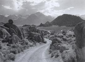 Фотографии Марти Кнаппа. Дорога в Алабамских холмах. Калифорния, США