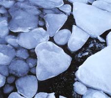 Фотографии Найала Бенви. Морской лед во фьорде. Лофотенские острова, Норвегия