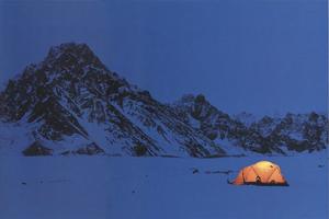 Фотографии Патрика Эндреса. Зимний лагерь. Морена ледника Твайярпис, Аляска, США