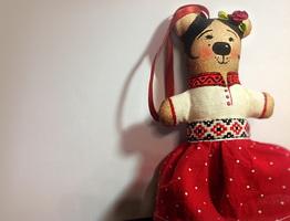 Божена, в украинском костюме.